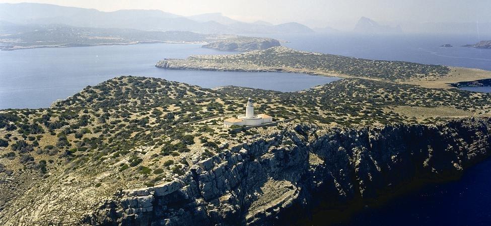 Sa Conillera Lighthouse – Debate