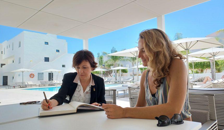 La AEDH Baleares e IbizaPreservation apuestan por crear una alianza que haga que la sostenibilidad sea el pilar del turismo y del sector hotelero